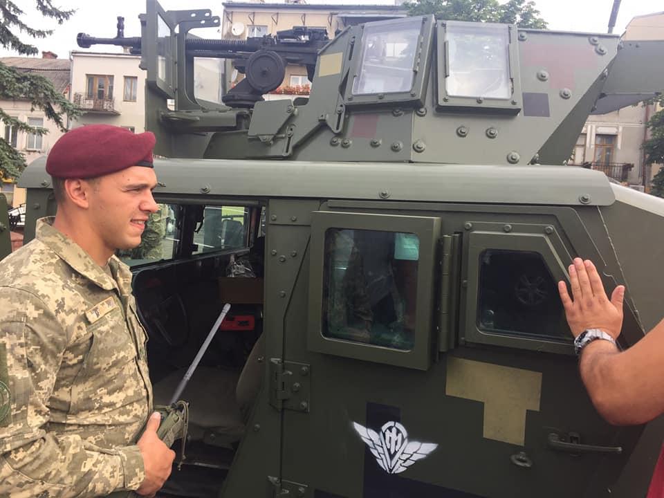 У Рогатині десантники 80-ої бригади агітували за контрактну службу