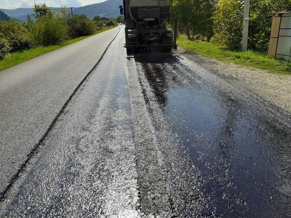 На Прикарпатті триває ремонт ділянки дороги Криворівня – Чернівці (ФОТО)