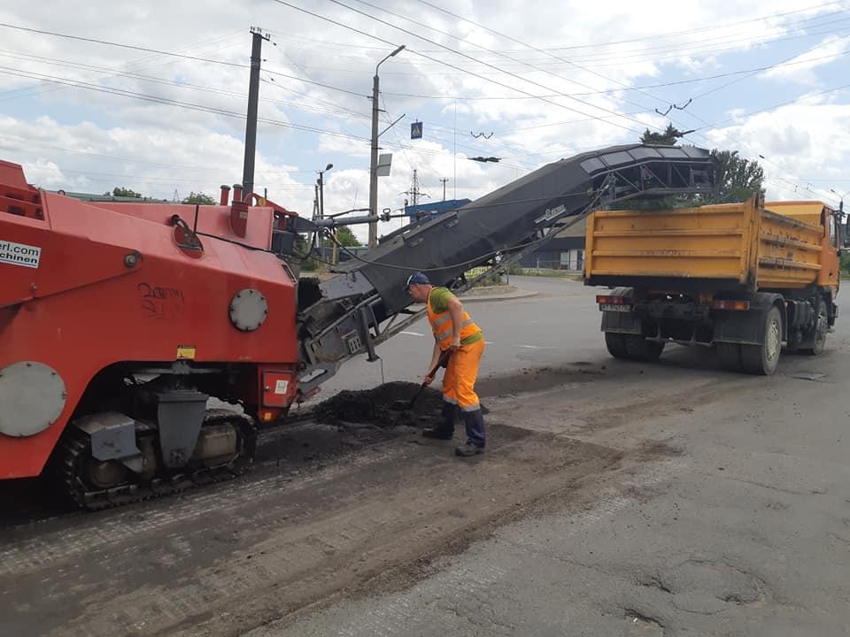 У Франківську взялися за ремонт вулиці Івасюка (фоторепортаж)