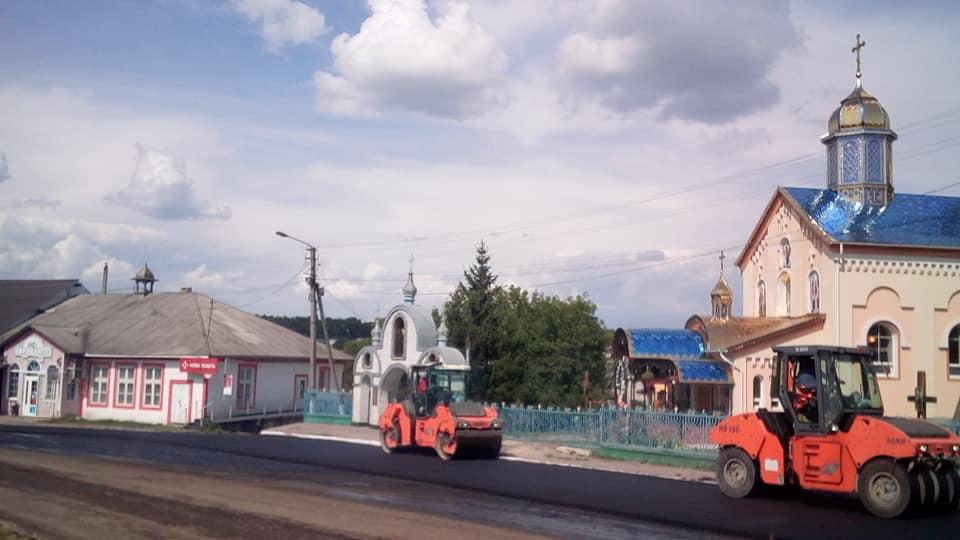 Як у селі на Городенківщині дорогу ремонтують (ФОТО, ВІДЕО)