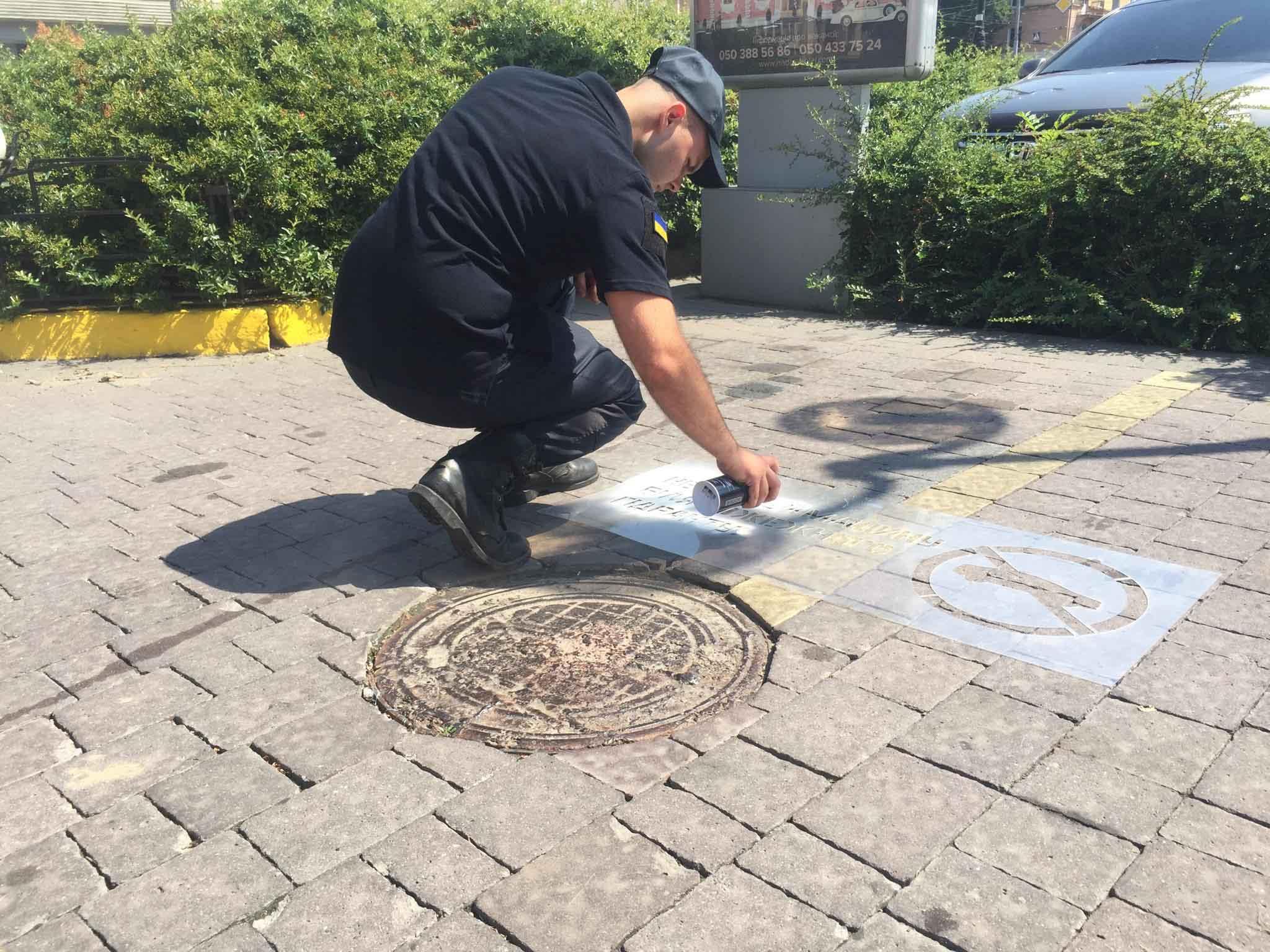 У Франківську рятувальники закликають не паркуватися на пожежних гідрантах (ФОТО)