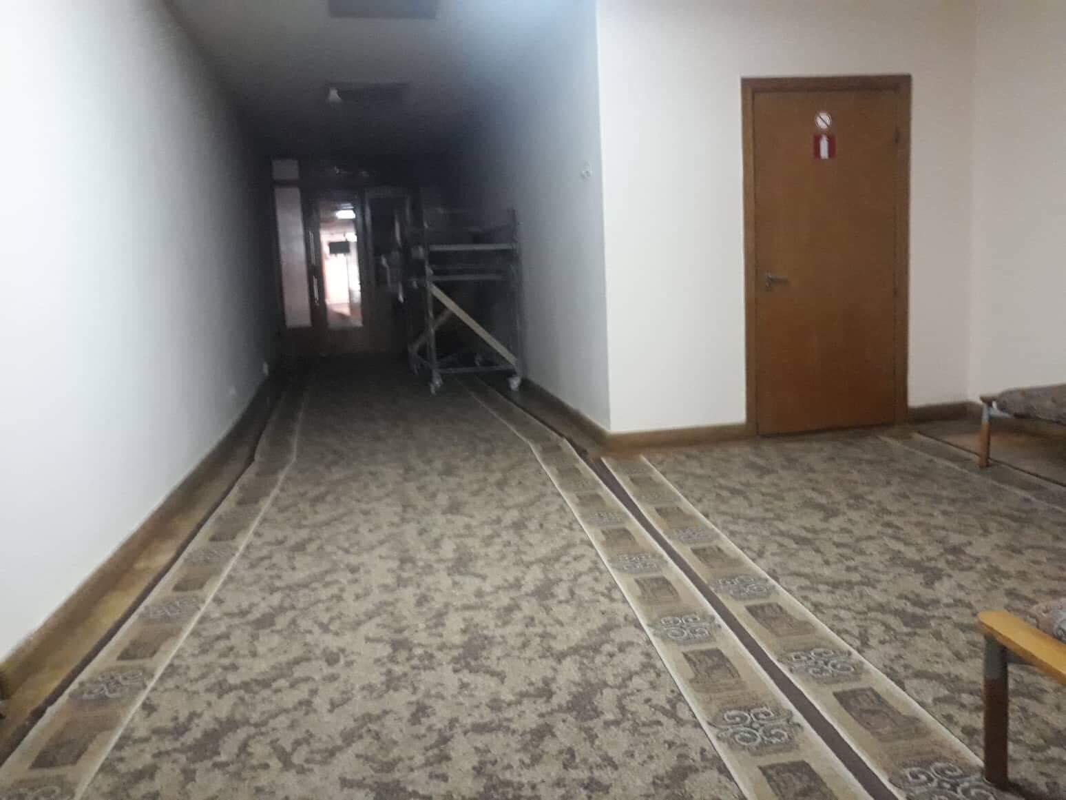"""В """"Білому домі"""" влаштували ремонт на поверсі голови ОДА. Чиновники кажуть, що це не через Зеленського (ФОТО)"""