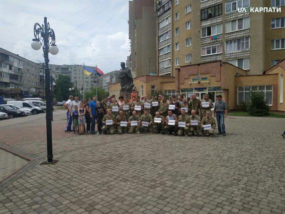 #ЯТежВіталійМарків: у Калуші військові вийшли підтримати засудженого нацгвардійця (ФОТО, ВІДЕО)
