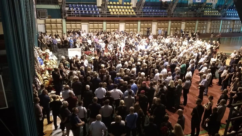 Сотні людей прийшли попрощатися з видатним франківцем Романом Вірастюком (ФОТО)