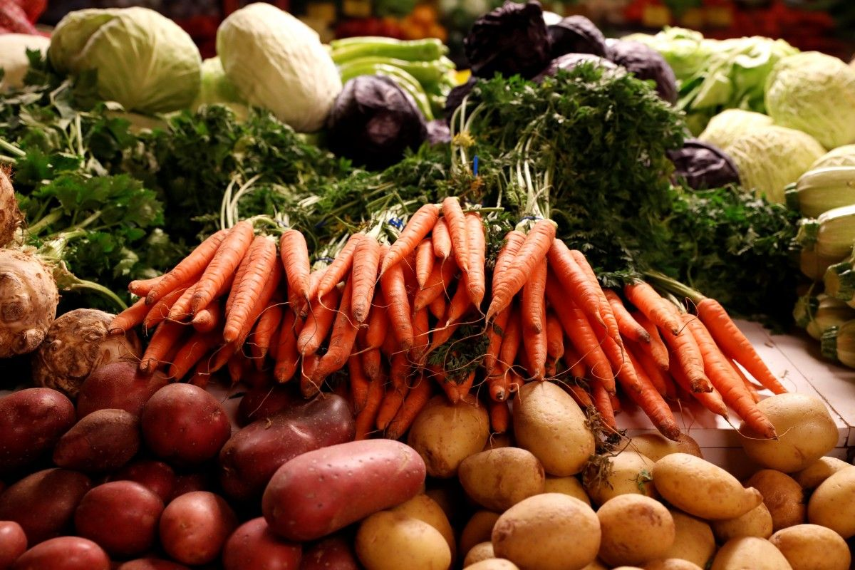 Закупитися на зиму: сьогодні у трьох мікрорайонах фермери продають городину іванофранківцям