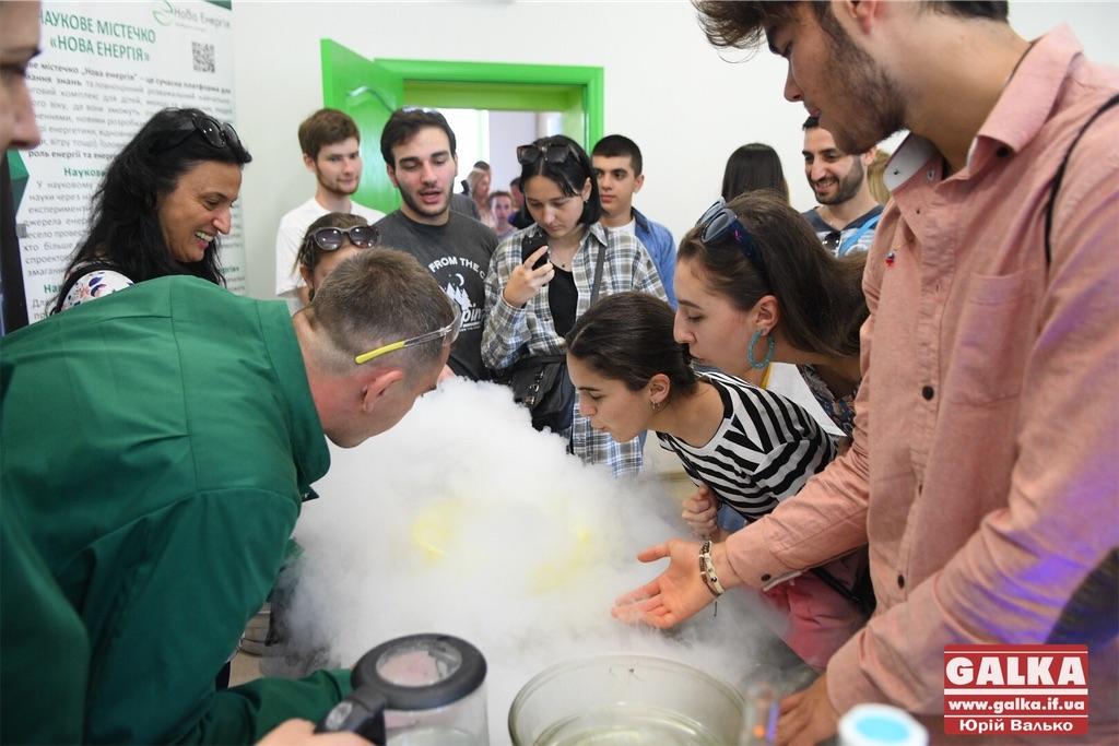 Майстер-класи, тренінги та зустрічі з селебрітіс: у Франківську відкрили Центр освітніх інновацій (ФОТО)