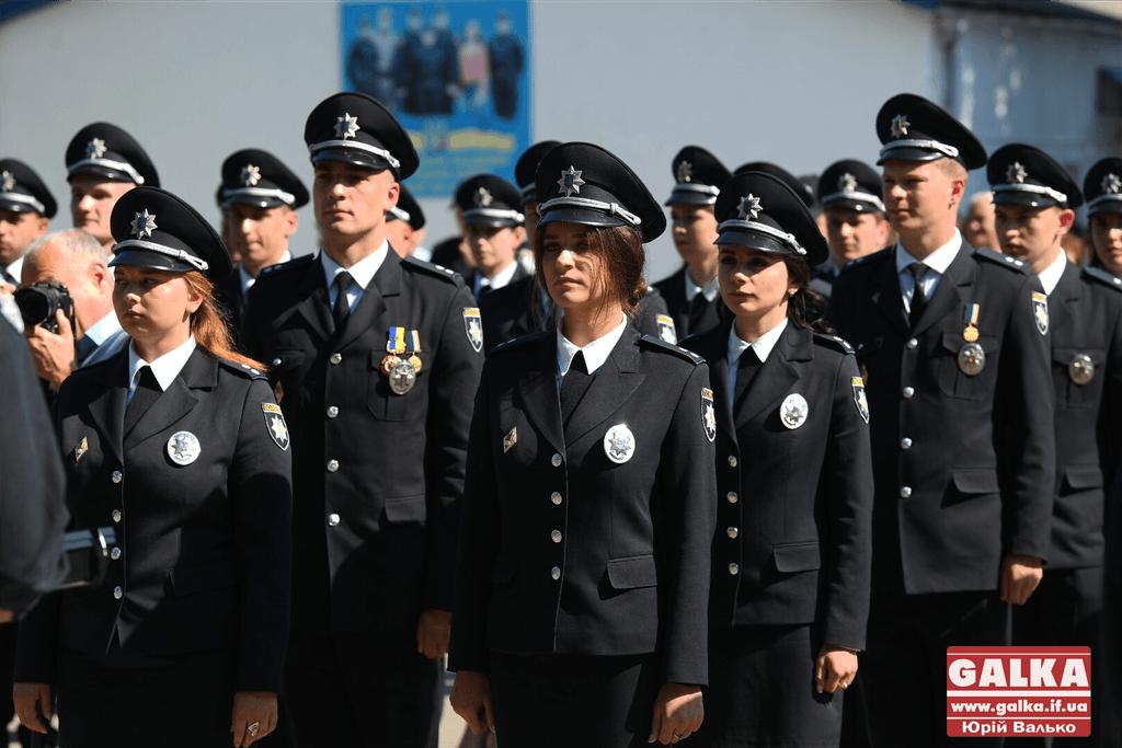 У Франківську понад сто випускників академії внутрішніх справ отримали перші офіцерські звання (ФОТО)