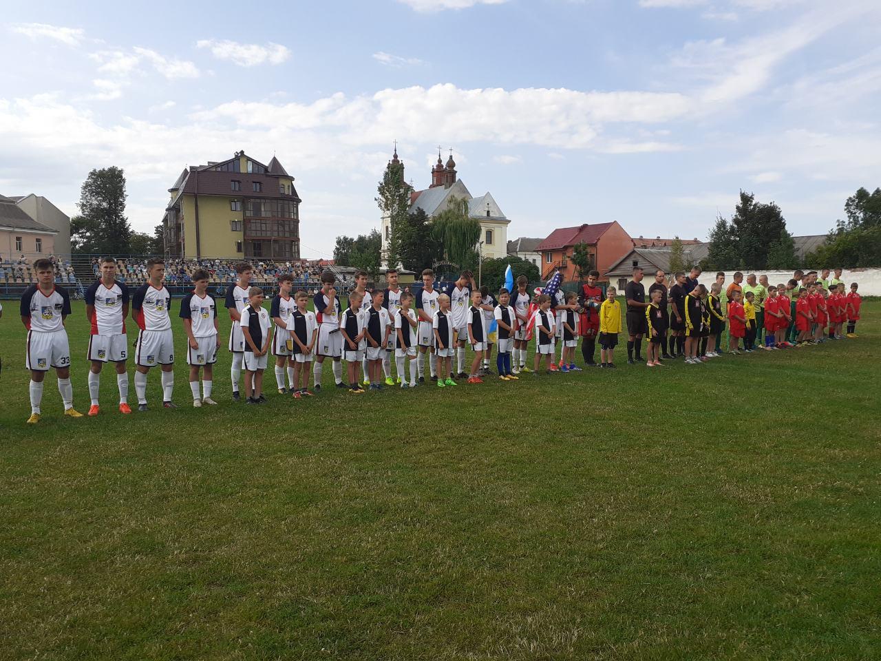 Прикарпатські юнаки зіграли у футбол із американцями (ФОТО)