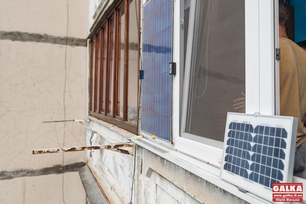 Мешканець Каскаду облаштував сонячну електростанцію у себе на балконі (ФОТО)