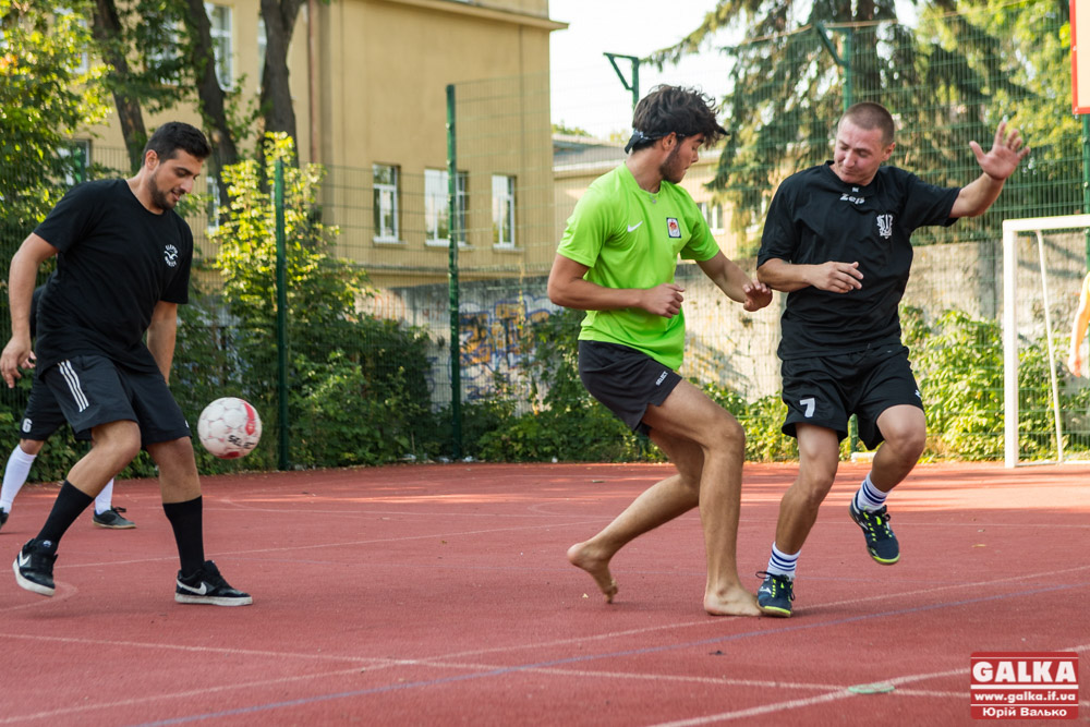 Ветерани АТО зіграли товариський футбольний матч із молоддю з Європи (ФОТО)