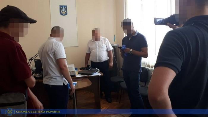 На Прикарпатті посадовця виконавчої служби взяли на хабарі 30 тисяч гривень (ФОТО)