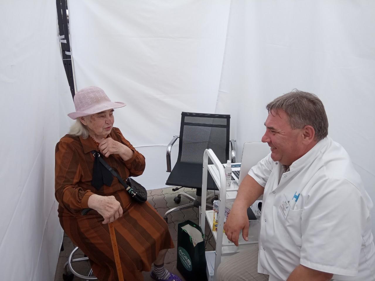 На Вічевому майдані медики безкоштовно консультують франківців (ФОТО)