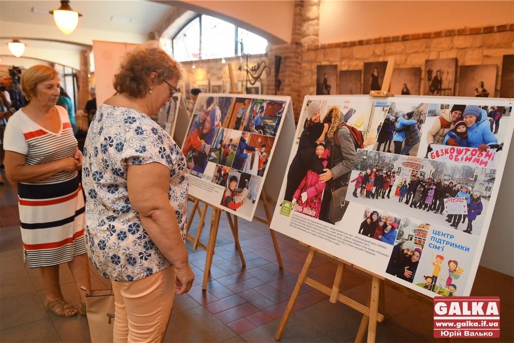 Вони не зламалися: в Івано-Франківську у світлинах показали життя переселенців (ФОТО)