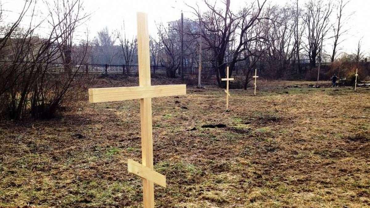 Голос соцмереж. Суд вказав знести капличку та хрести поблизу міського озера