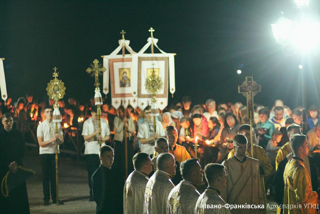 У Крилосі вночі молилися до Чудотворної ікони Матері Божої (ФОТО)