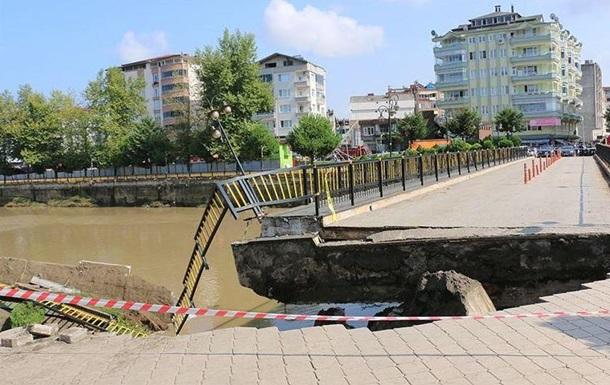 У Туреччині завалився міст з людьми (ВІДЕО)