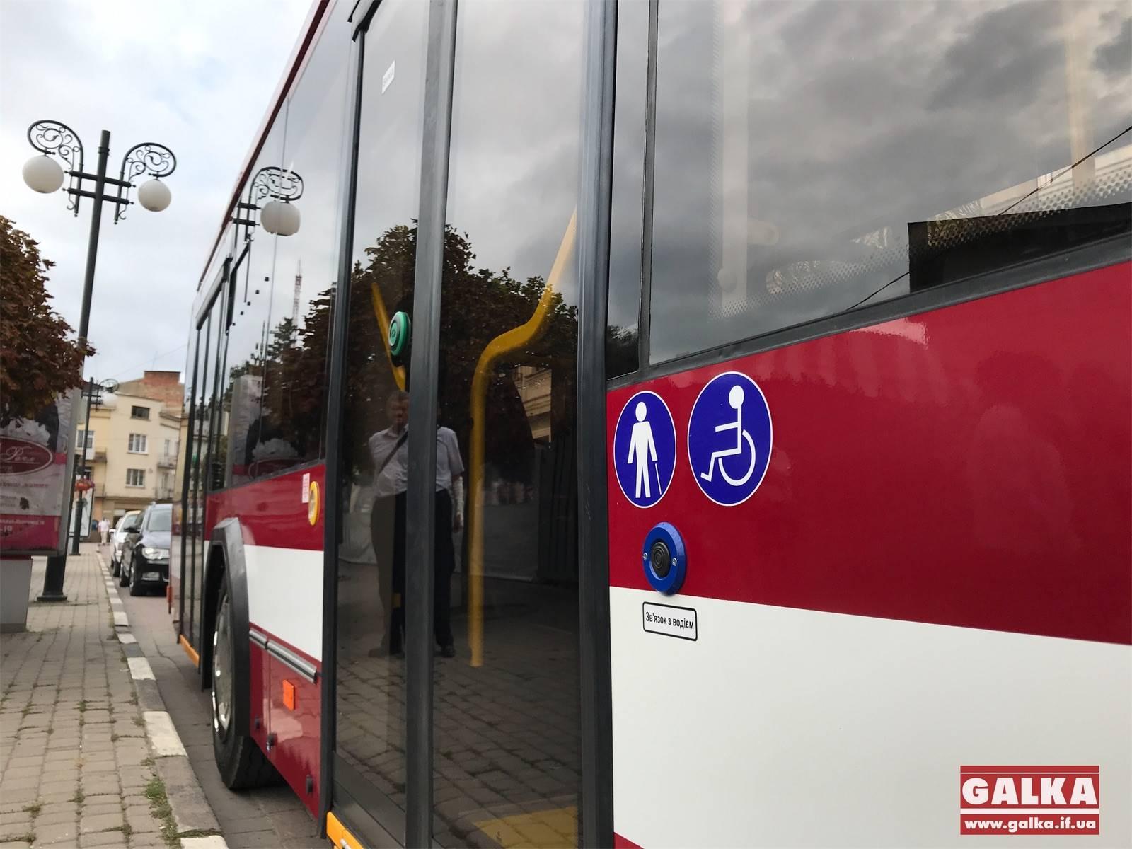 Прокладають кабель: у Франківську триває будівництво нової тролейбусної лінії