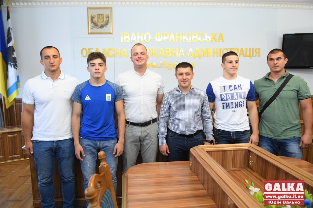 Прикарпатські борці розповіли, як здобули бронзові медалі на чемпіонатах світу та Європи (ФОТО)