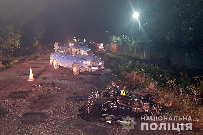 У селі під Франківськом п'яний водій ВАЗу вчинив ДТП з мопедом, постраждали підлітки (ФОТО)