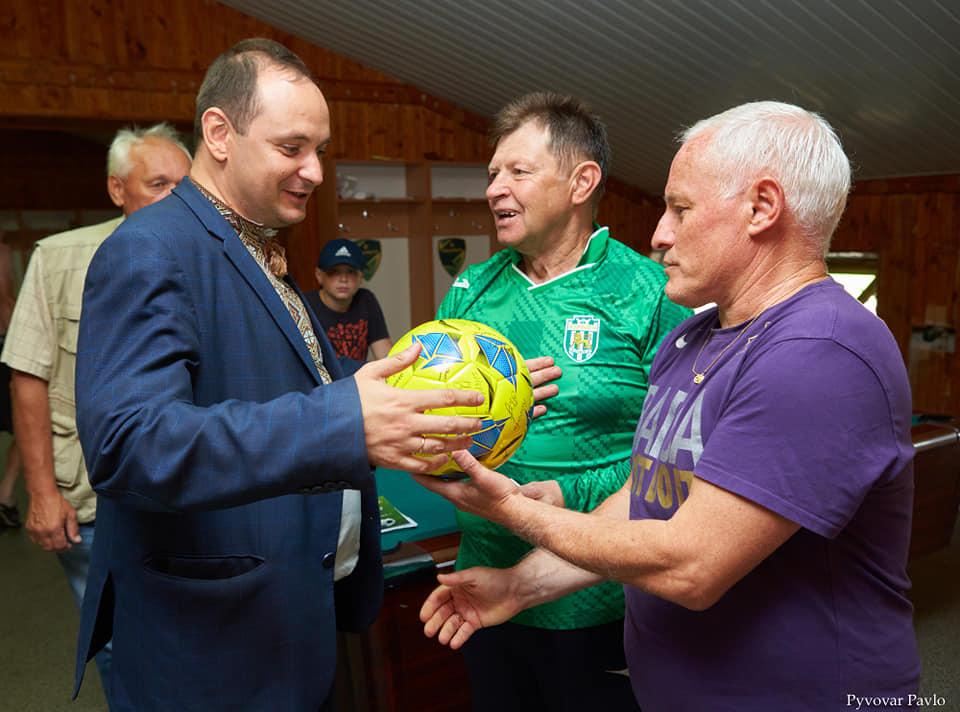 Матчем ветеранів вшанували 60-літній ювілей відомого прикарпатського футболіста (ФОТО)