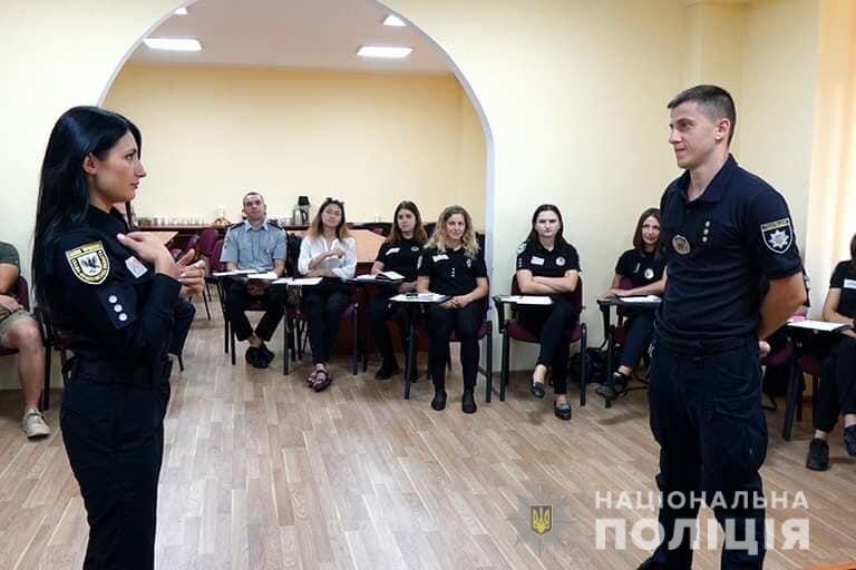 Як прикарпатські поліціянти мову жестів вивчають (ФОТО)