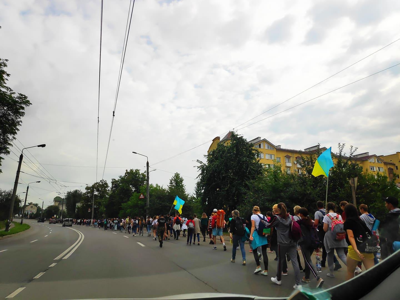 Сотні прочан з Франківська, Калуша і Бурштина пішки йдуть на прощу до Крилоса (ФОТО)
