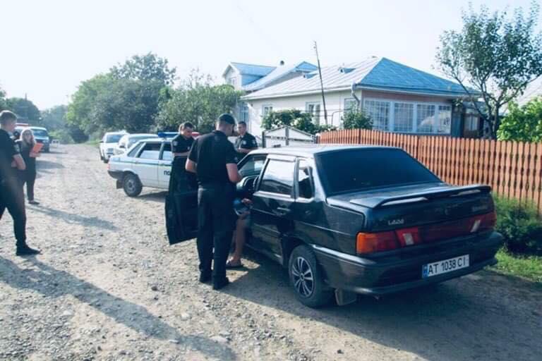 У Тисмениці двоє чоловіків побили і викрали молодика (ФОТО)
