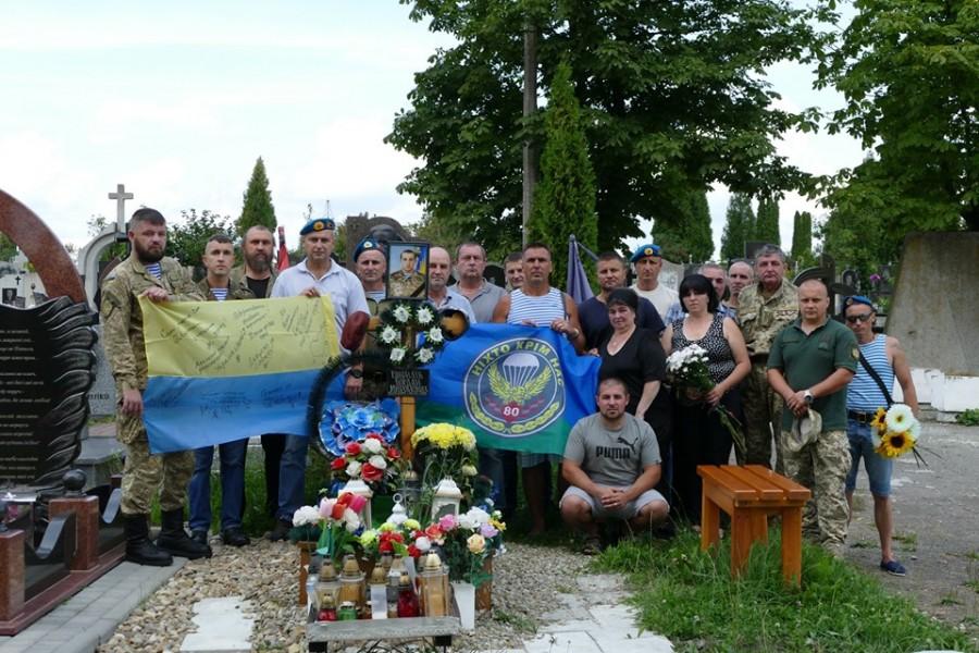 У Калуші вшанували пам'ять загиблих воїнів-десантників (ФОТО)