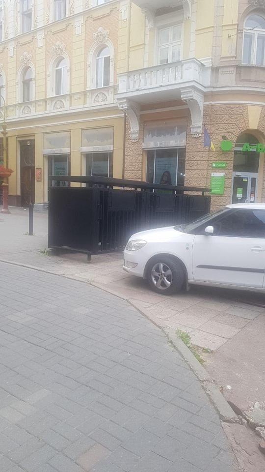 """Франківців налякав новий сміттєвий майданчик поблизу """"Десятки"""" (фотофакт)"""