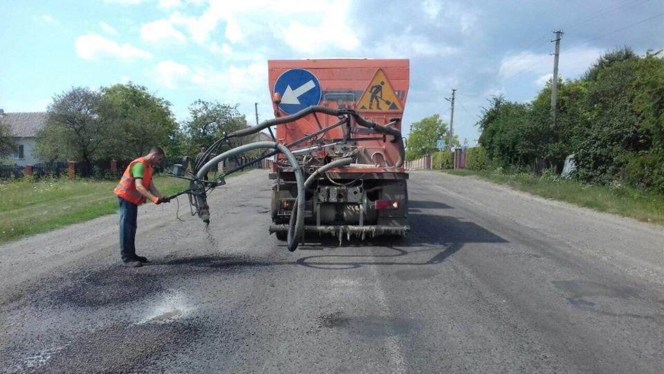 У двох районах Франківщини ремонтують дорогу держзначення (ФОТО)