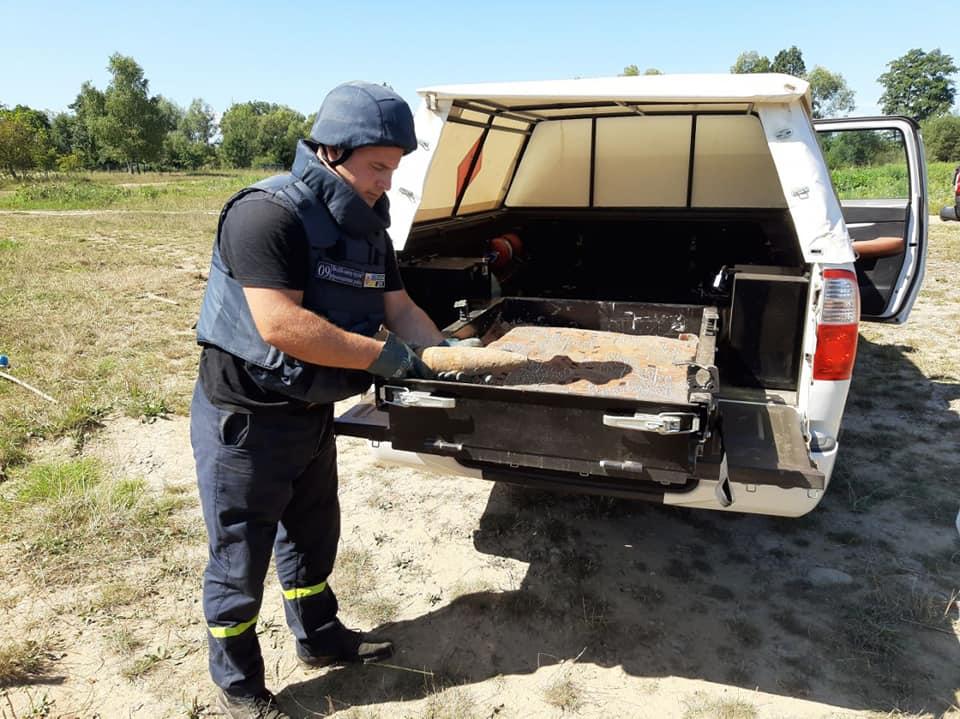 36 артснарядів знайшли у прикарпатському селі (ФОТО)