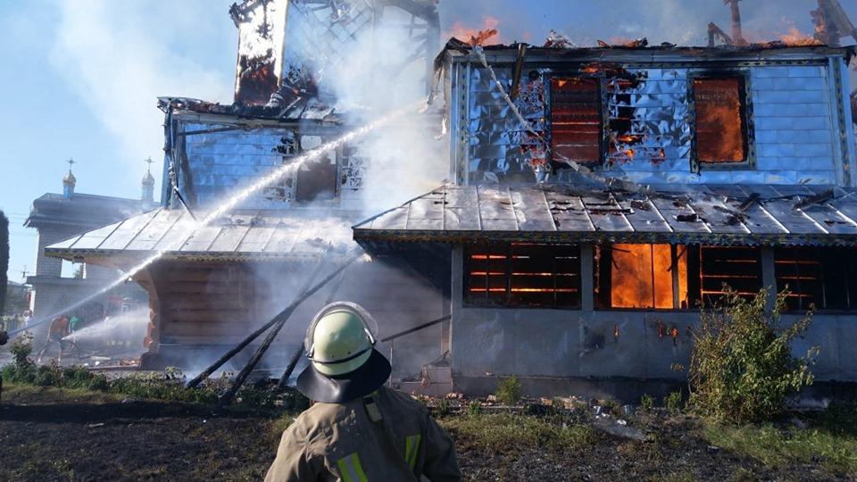 У Новоселиці збирають гроші, аби відбудувати старовинний храм, що згорів
