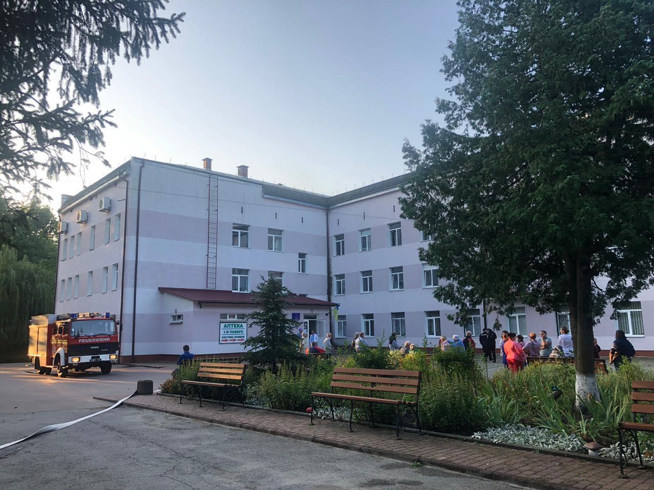 Через пожежу удосвіта евакуйовували пацієнтів онкологічного центру (ФОТО)