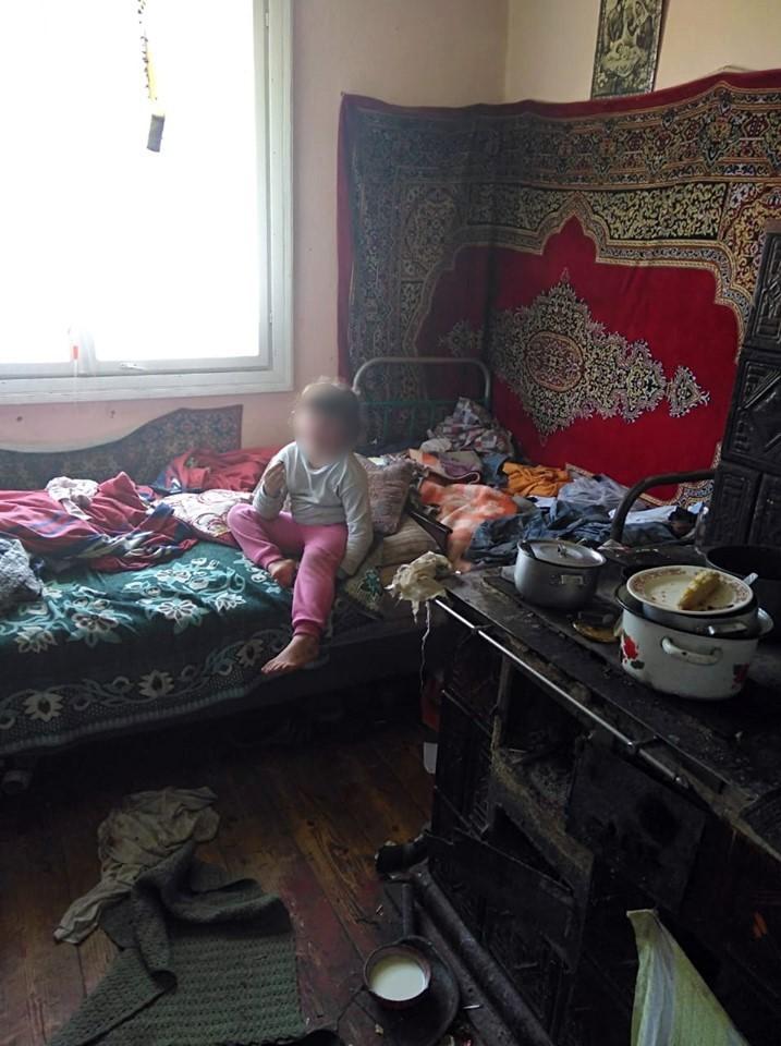 Голодна і брудна: на Богородчанщині мати занедбала п'ятирічну доньку (ФОТО)