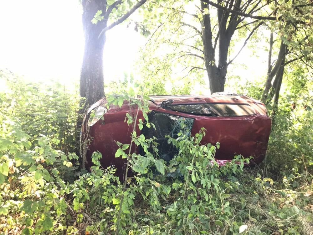 На Коломийщині авто злетіло в кювет і перекинулося, водійка – у лікарні (ФОТОФАКТ)