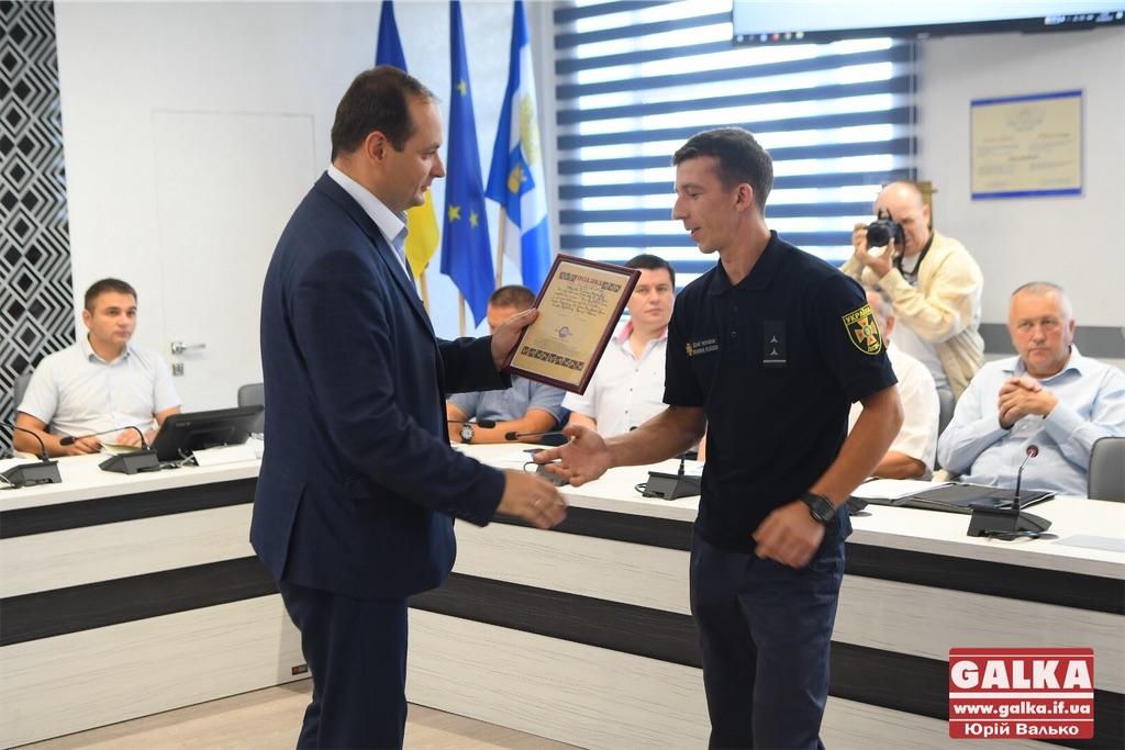 З нагоди Дня Незалежності у міськраді нагородили рятувальників та бійців АТО (ФОТО)
