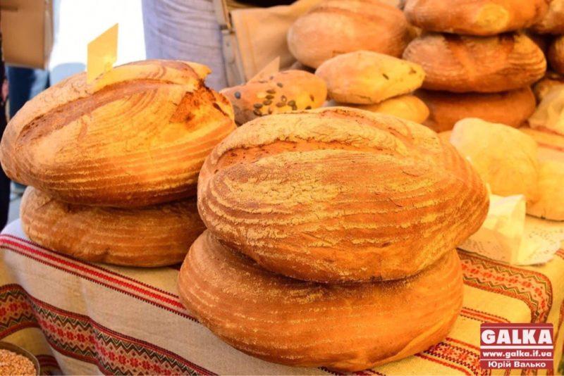 Ароматний хліб і смачні сири: у центрі Франківська організують традиційний ярмарок
