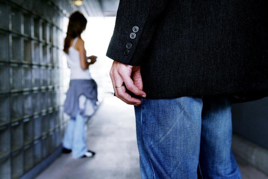 Російська школа звільнила вчителя-педофіла і взяла його на роботу сантехніком
