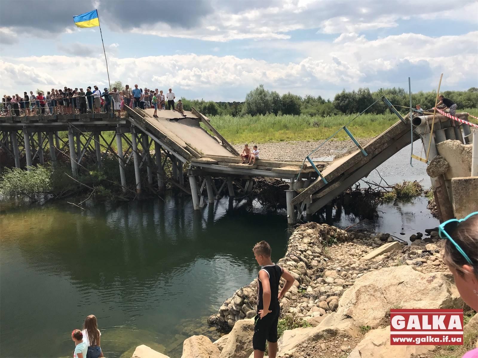 Зеленський пообіцяв взятися за міст у селі Довге-Калуське (ФОТО)