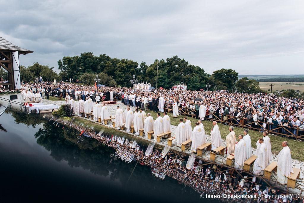 15 тисяч вірян відвідали прощу до Крилоса. Їх благословив Глава УГКЦ (ВІДЕО)