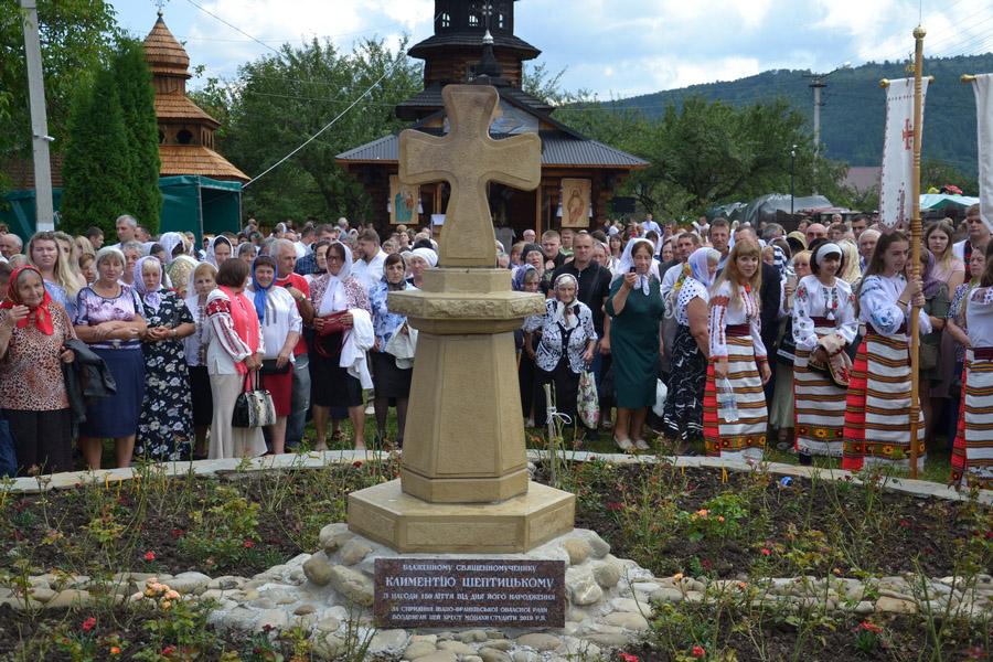 На Прикарпатті освятили хрест із нагоди 150-ліття Климентія Шептицького (ФОТО)