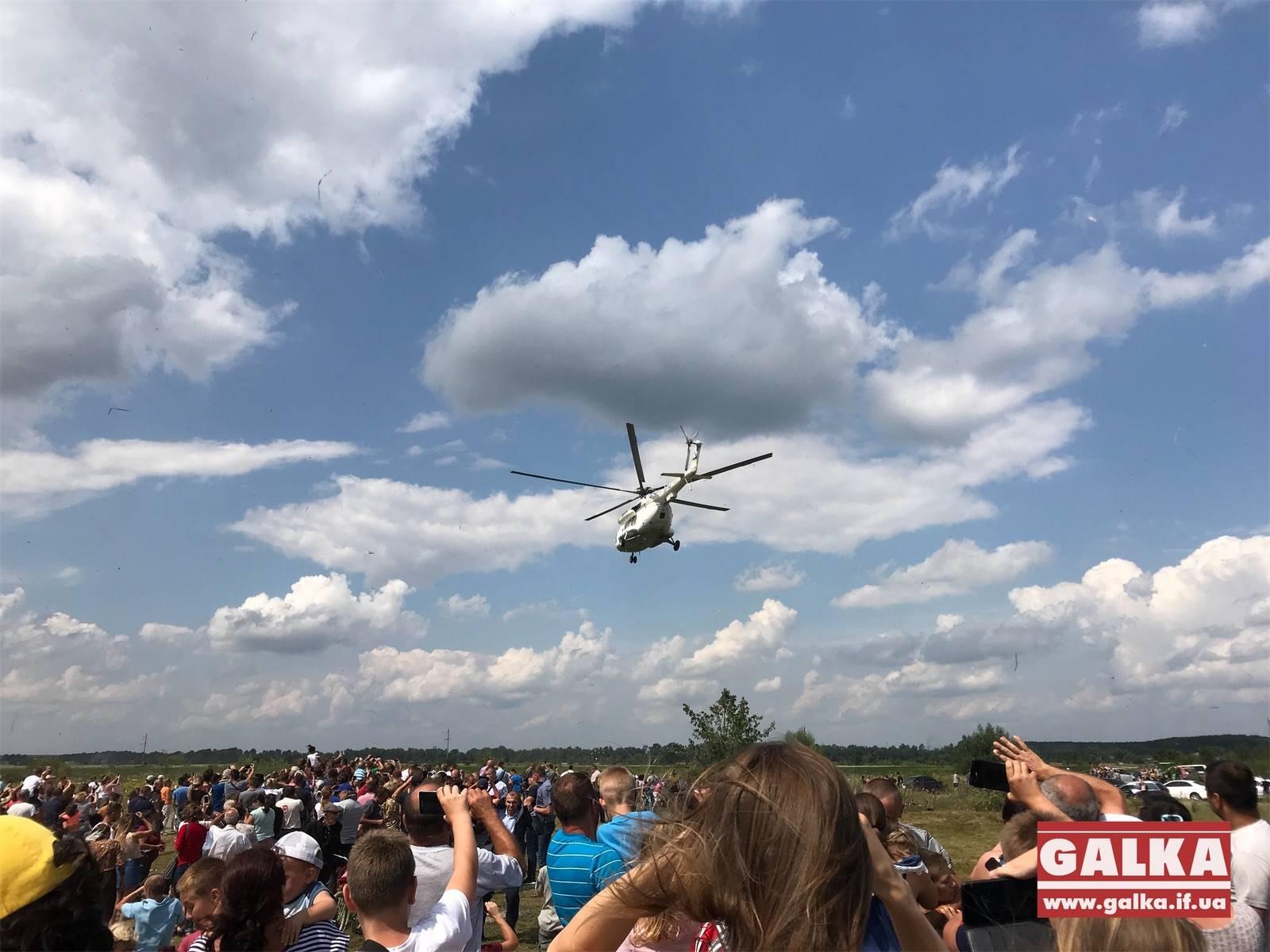 Президент на гелікоптері помилувався пейзажами Прикарпаття (ВІДЕО)