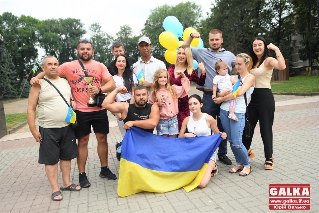 Шампанським і кульками зустріли франківських богатирів, які перемогли на міжнародному турнірі (ФОТО)