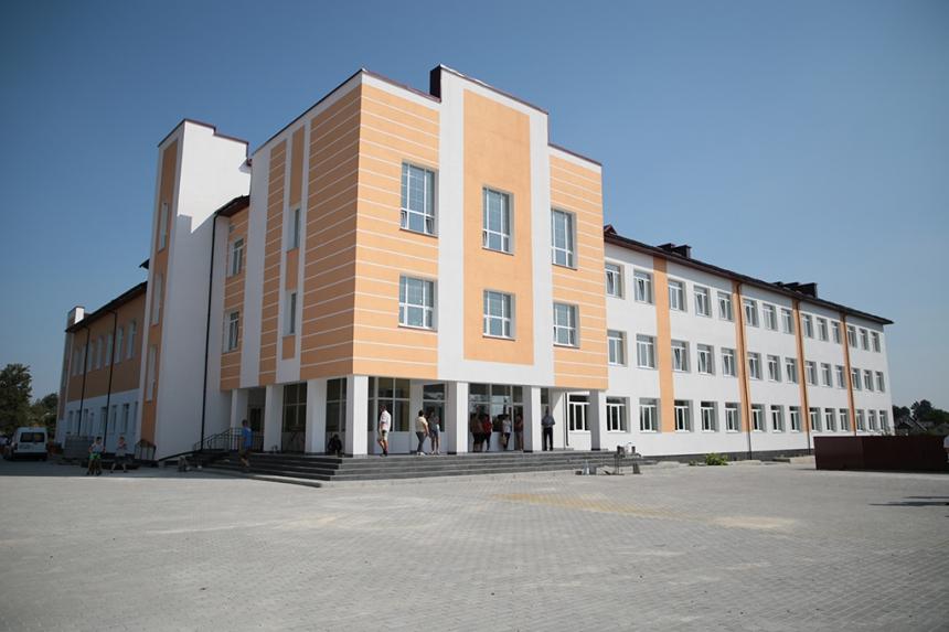 З початком навчального року у Раковці запрацює нова школа (ФОТО)
