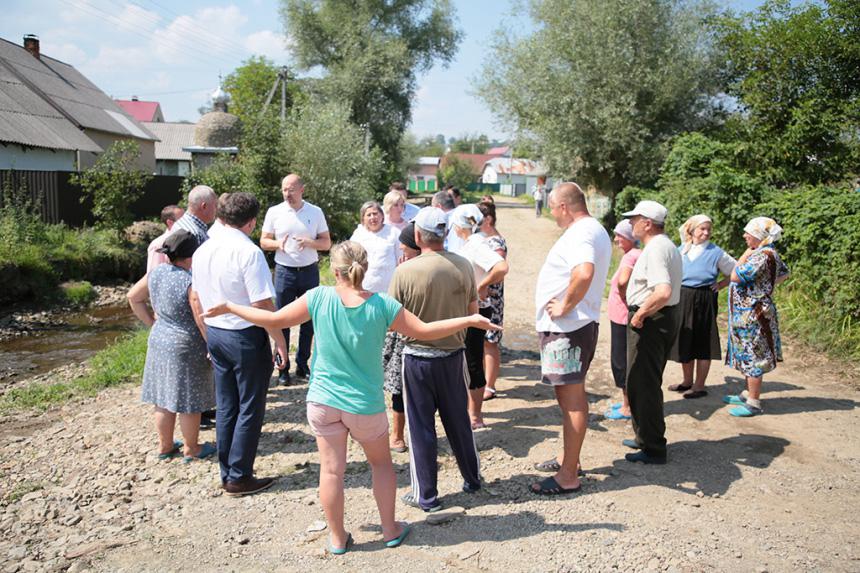 У селі на Богородчанщині чекають грошей на відновлення дороги, яку змила повінь (ФОТО)