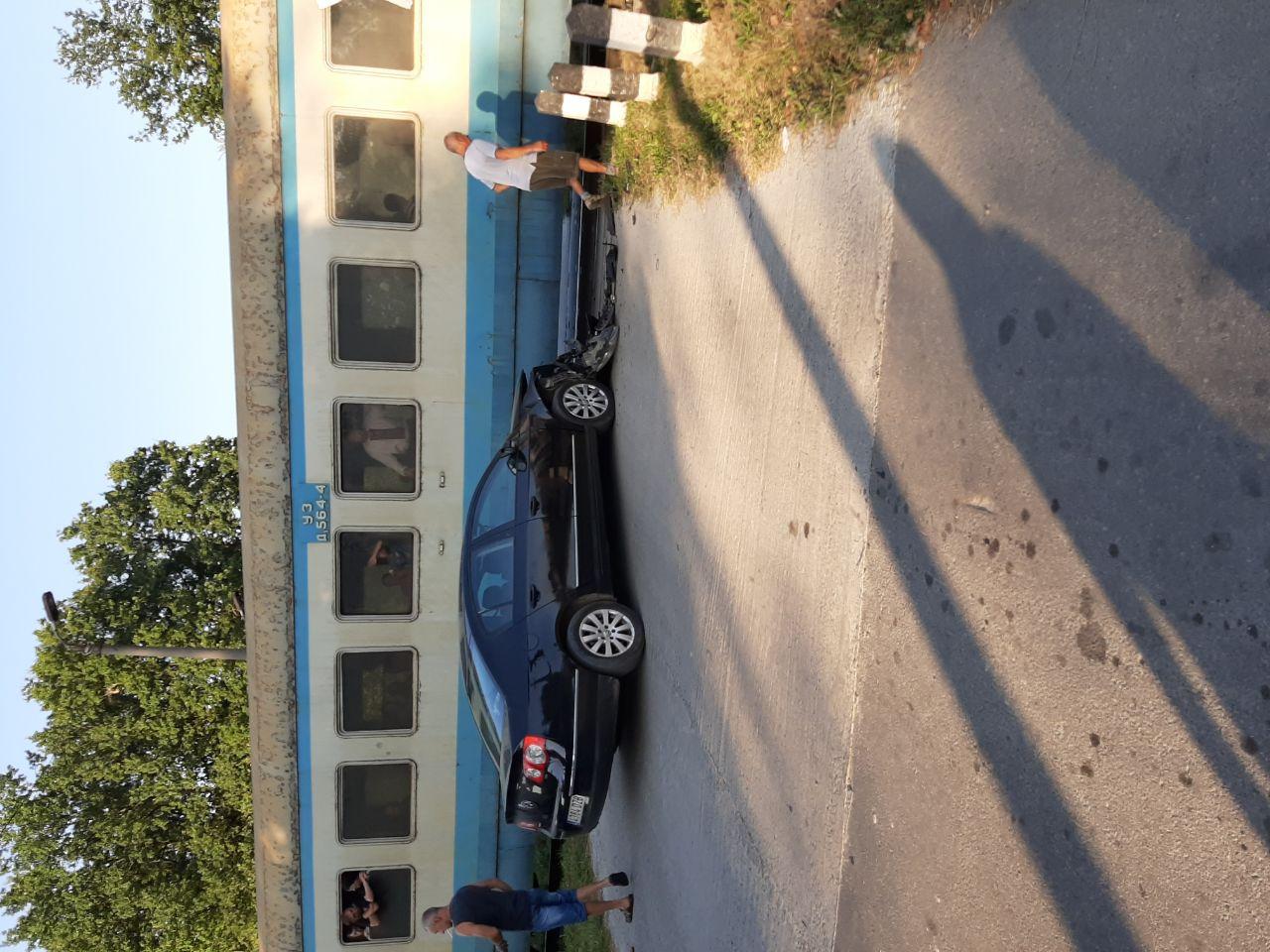 У Коломийському районі машина потрапила під потяг (ФОТОФАКТ)