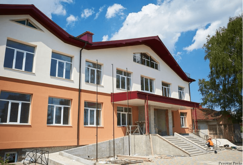 Нова школа у Хриплині майже готова прийняти 300 діток (ФОТО)