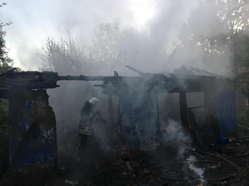 У селі на Коломийщині на згарищі виявили тіло чоловіка (ФОТО)