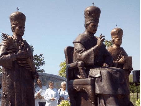 У селі на Тисмениччині встановили пам'ятники підпільним єпископам УГКЦ