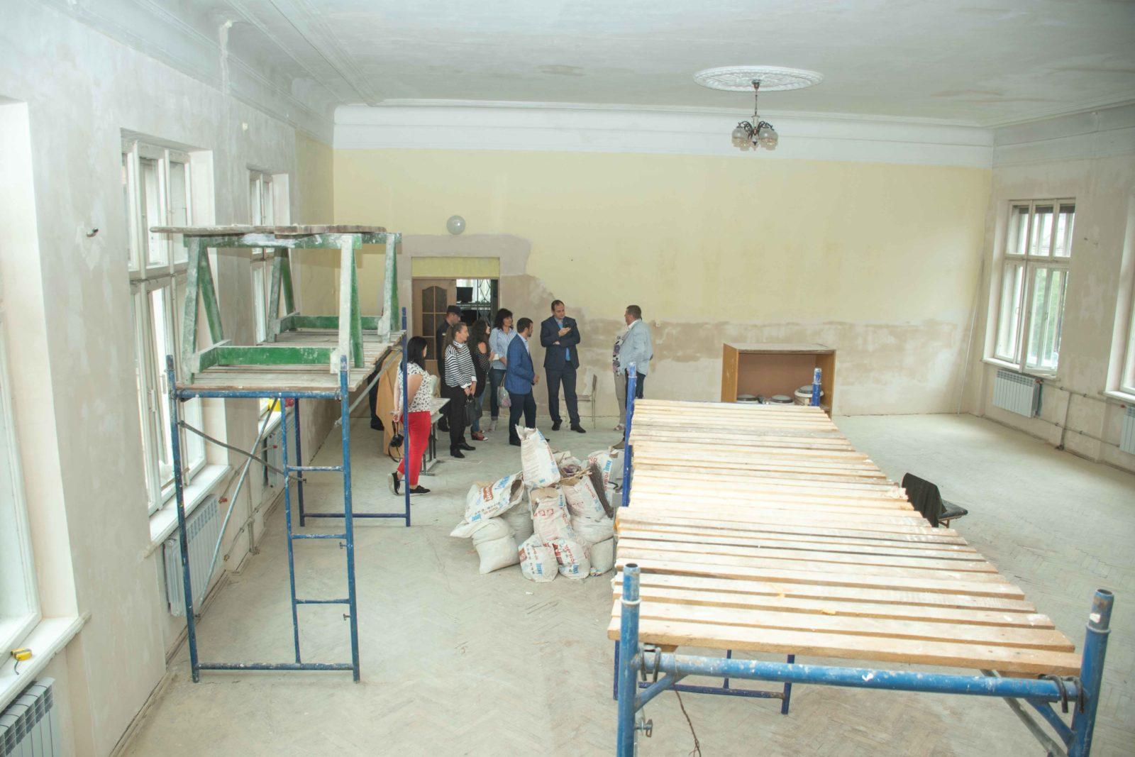 У школах Франківська не вщухають ремонти – готують до 1 вересня (ФОТО)